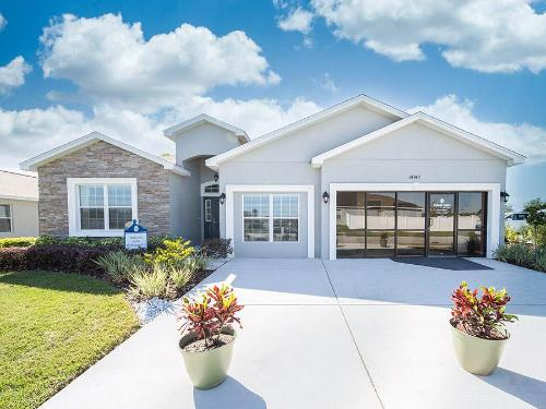 Homes in Lakeland, FL are in perfect proximity between Orlando and Tampa markets. >