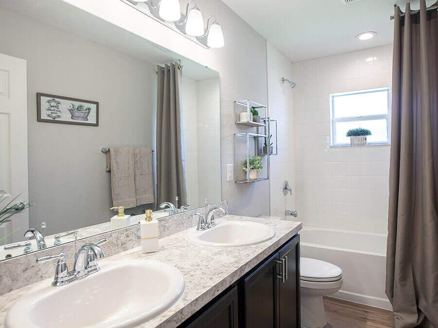 Room Serendipity - Hall Bath Page